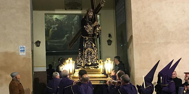 Cocentaina arropa al Nazareno en la noche del Miércoles Santo