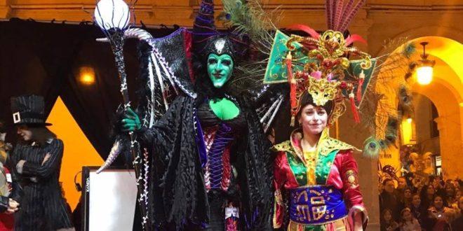El Carnaval esparció su colorido por las calles de Alcoy